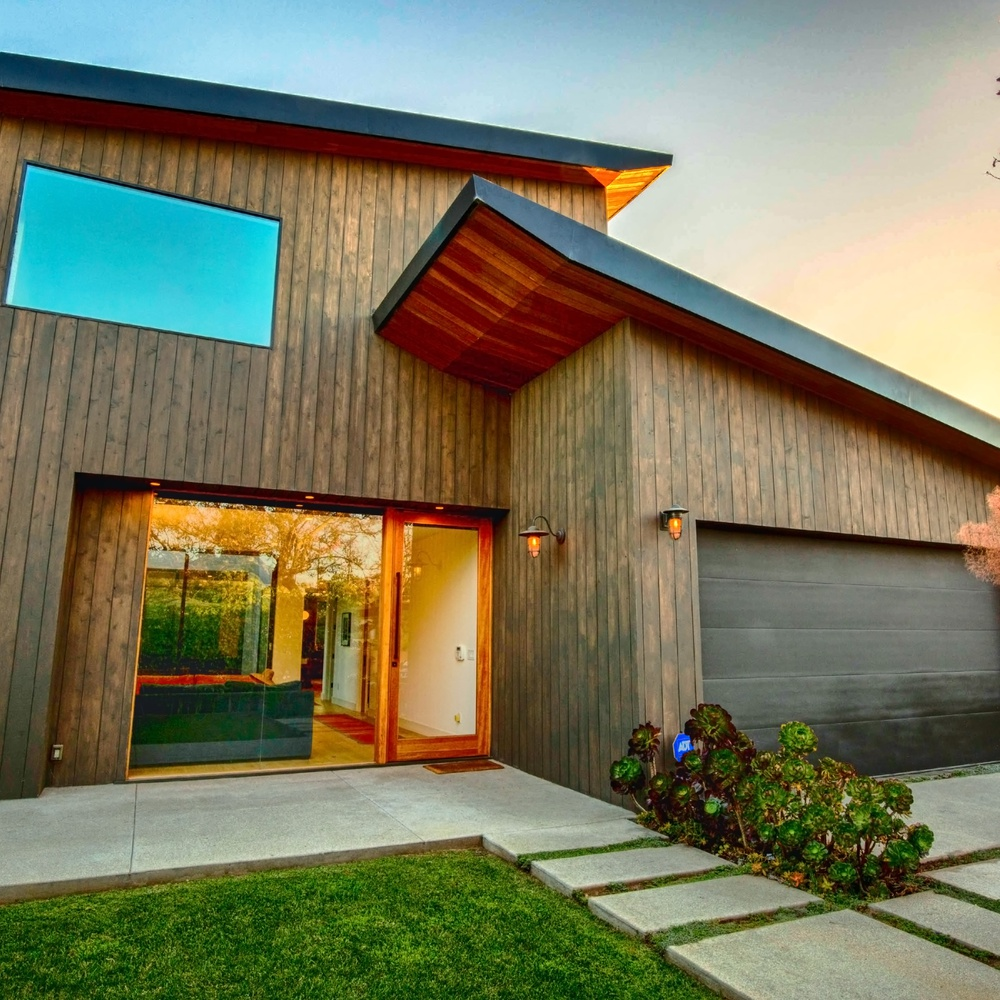 Real Estate Exterior - 01