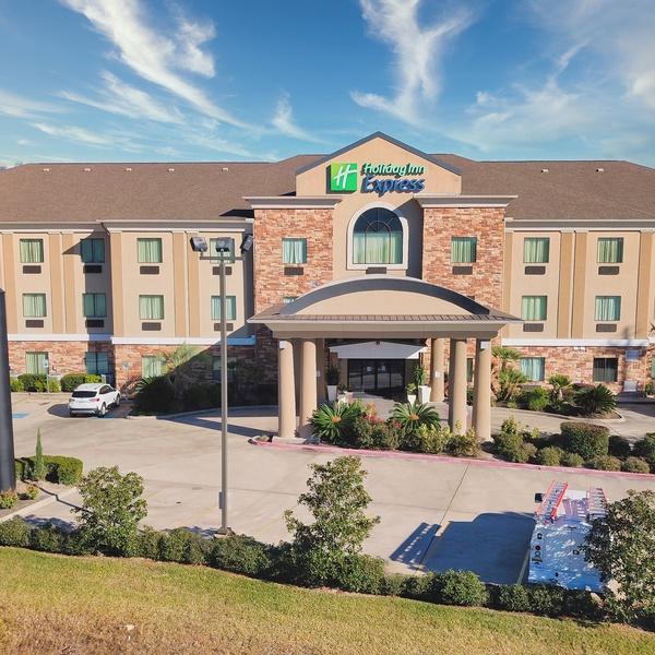 Holiday Inn Express Cleveland TX