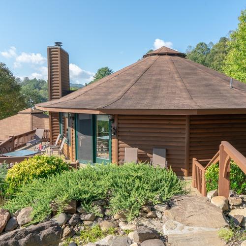 Unique shape round house