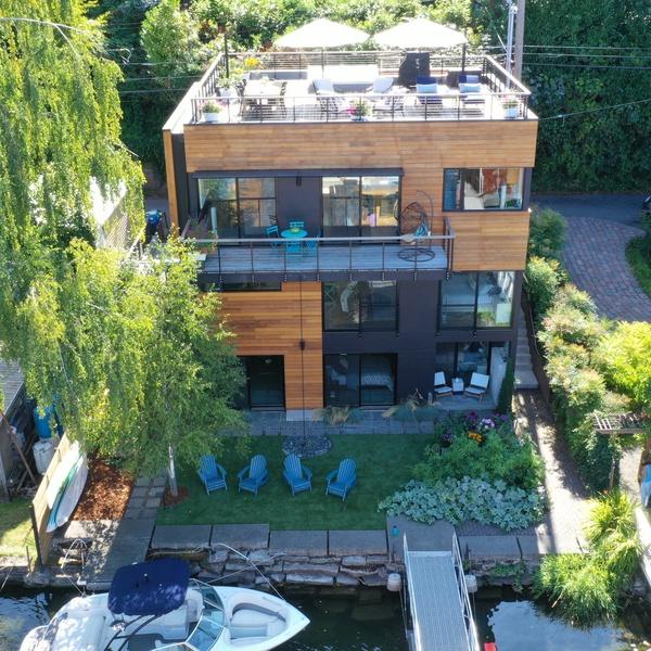 Beautiful Home on Lake Washington