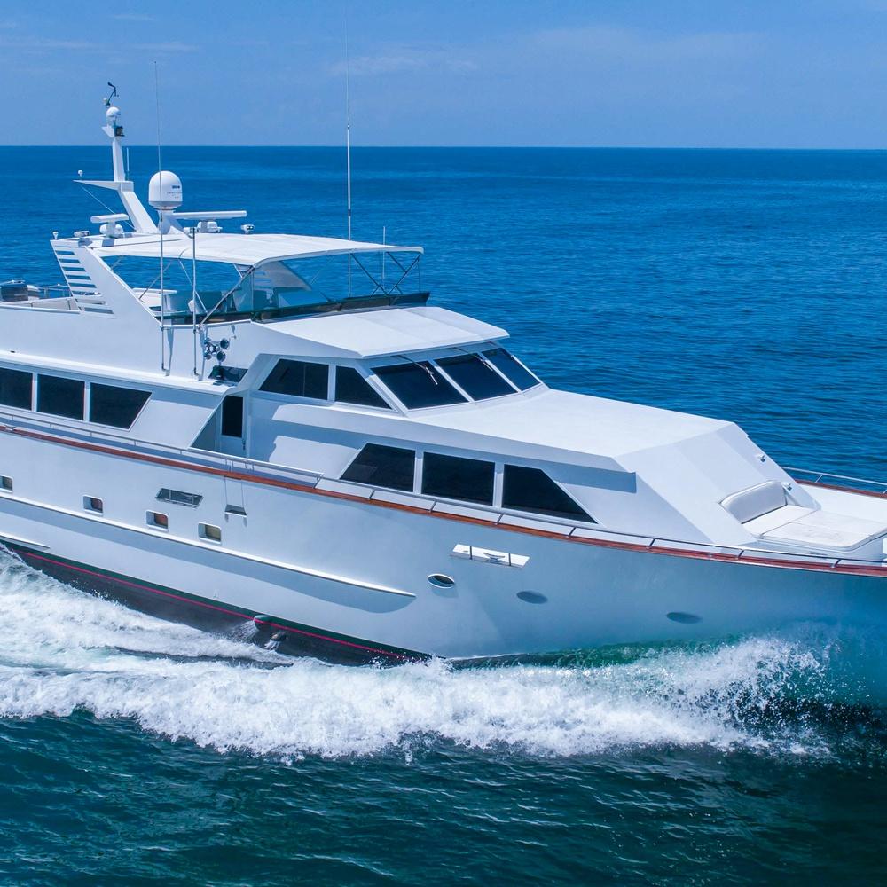 100FT Luxury Yacht Charter